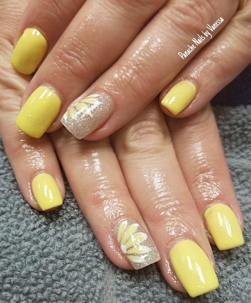 yellow daisy flower nails