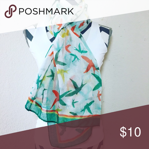 🐥🌸Beautiful bird scarf Very lovely birdie scarf 🐥💜 No tag Accessories Scarves & Wraps