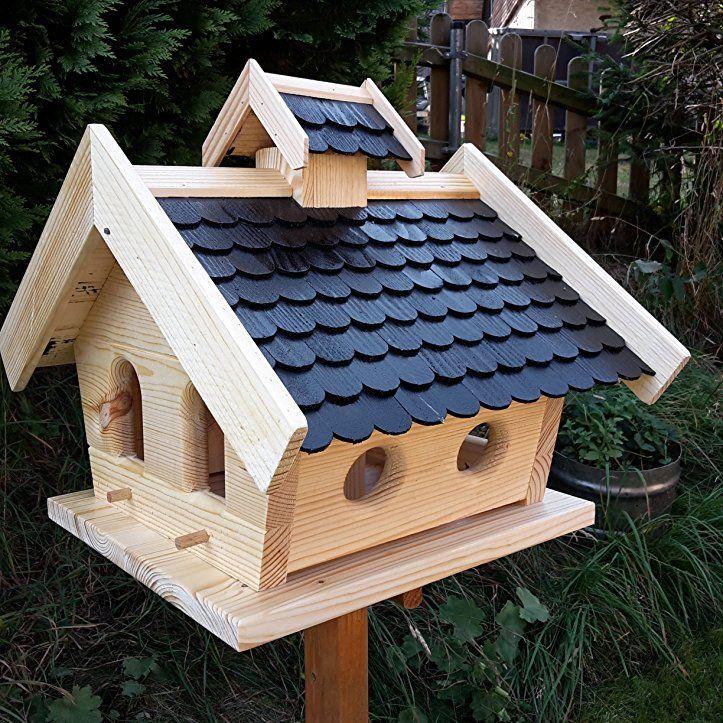 VogelhausXXL mit Holzschindeln und Putzklappe lasiert