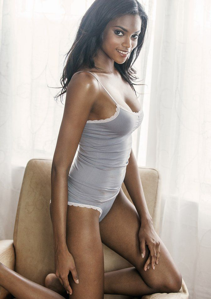 ebony babes gallery Smoking Hot Ebony Babe Gabrielle Union Shows Her Hot Cleavage.