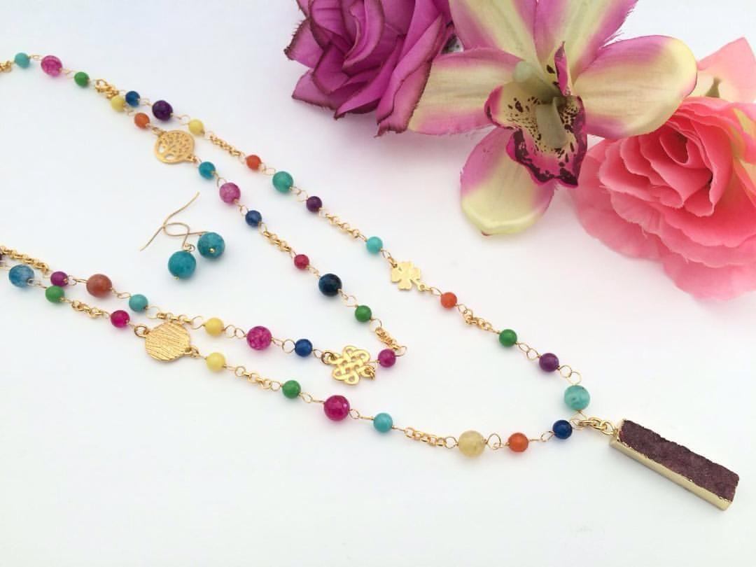 Precioso collar en chapa de oro con piedras naturales for Piedras naturales