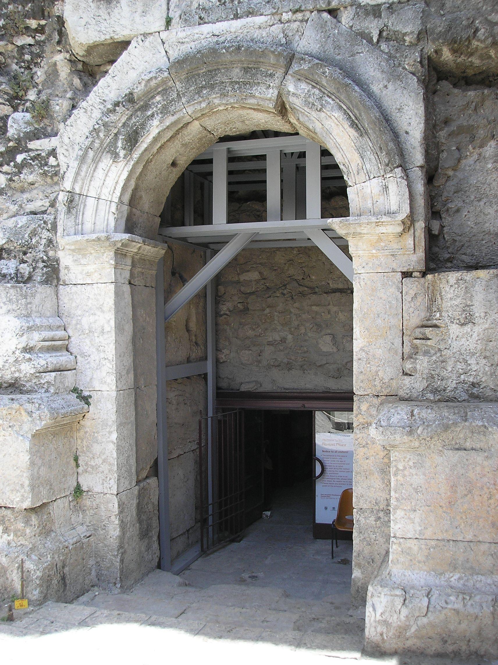 Roman_Damascus_Gate_P6080083.JPG (1712×2288)
