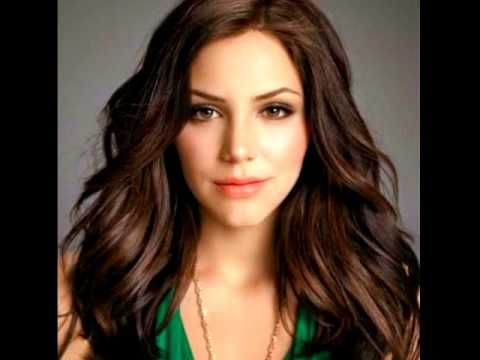 Katharine Mcphee And Zach Levi Terrified Long Hair Styles Her Hair Haircut And Color