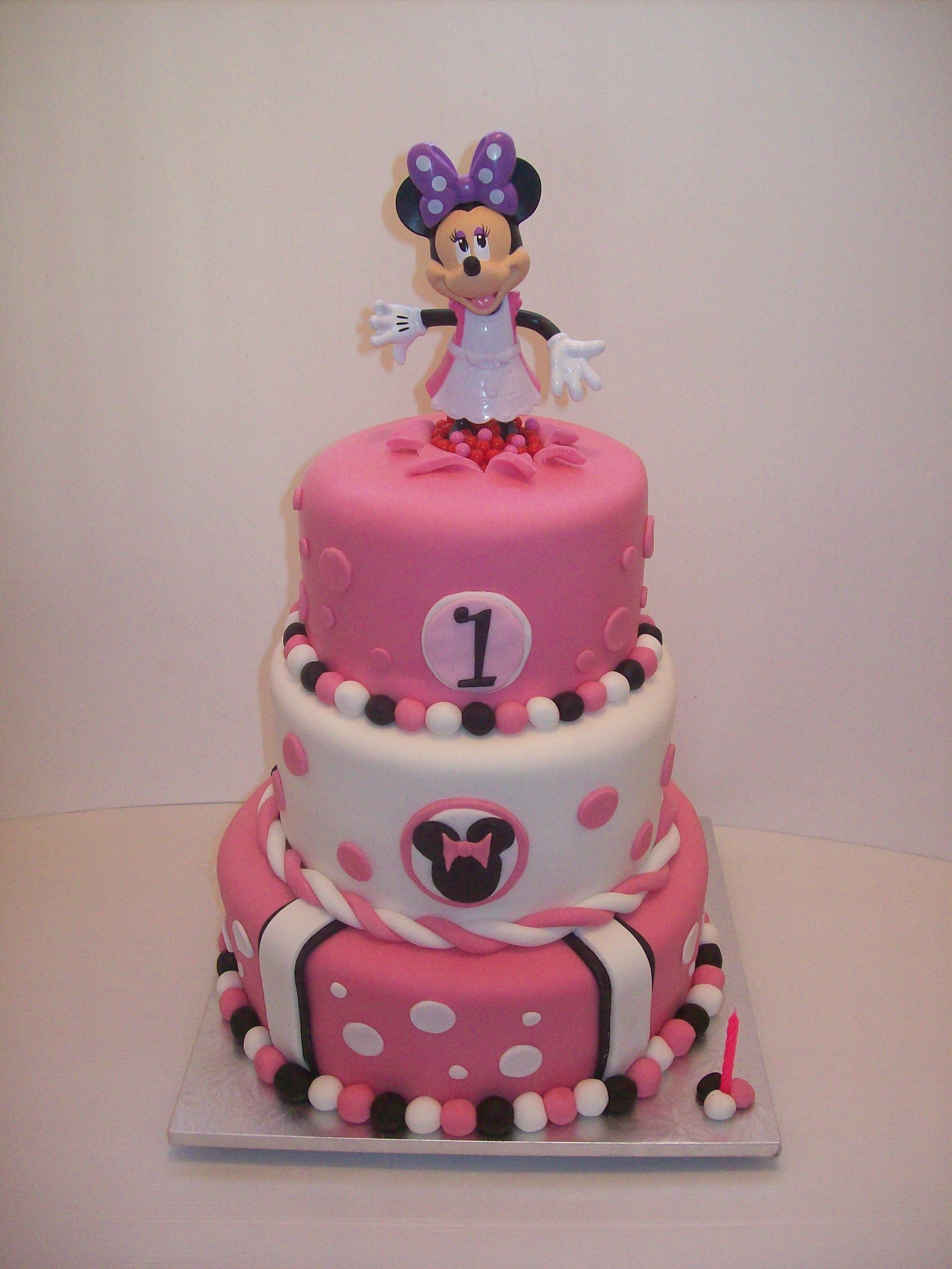 Minnie Mouse cake Auckland 550 cake is 108 and 6 inch figurines