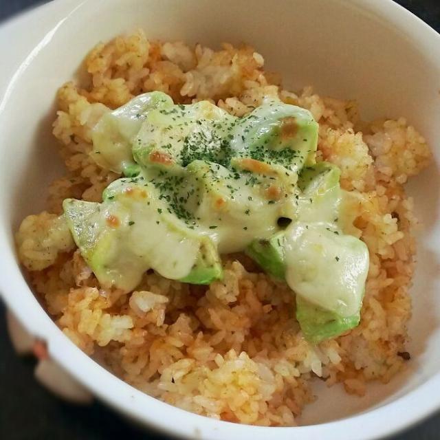 実は食べるときは納豆をかけると見た目はともかく美味しいです(笑) - 26件のもぐもぐ - (貧乏料理)カレー風味のアボカドライス by nonkone
