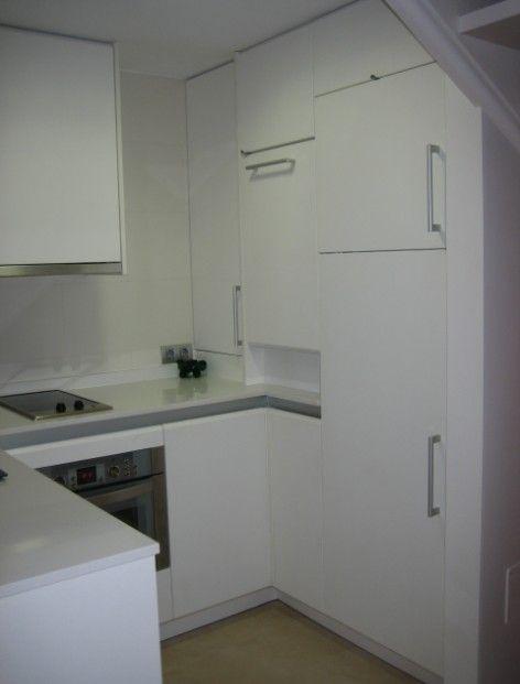 Cocina abierta al sal n en un peque o apartamento de palma for Cocina apartamento pequeno