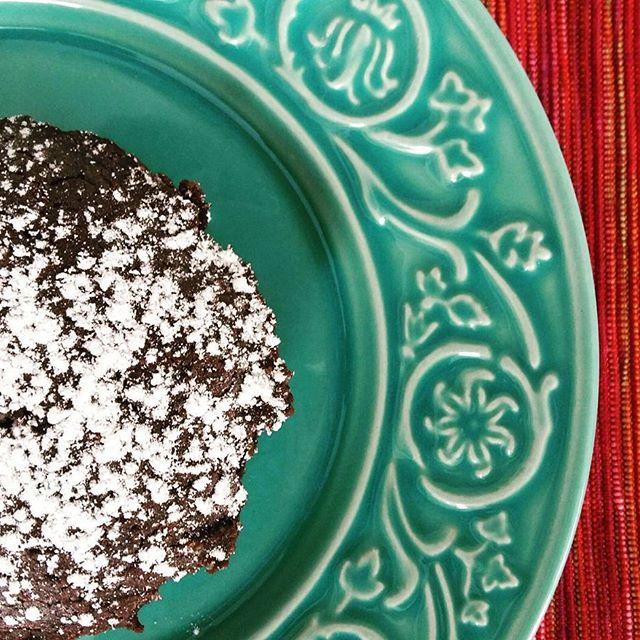 Nosso Mini Brownie sem gluten e lactose além de saudável é muito gostoso. #brownie #glutenfree #lactosefree    @donamanteiga #donamanteiga #danusapenna #gastronomia #food #dessert #pie www.donamanteiga.com.br