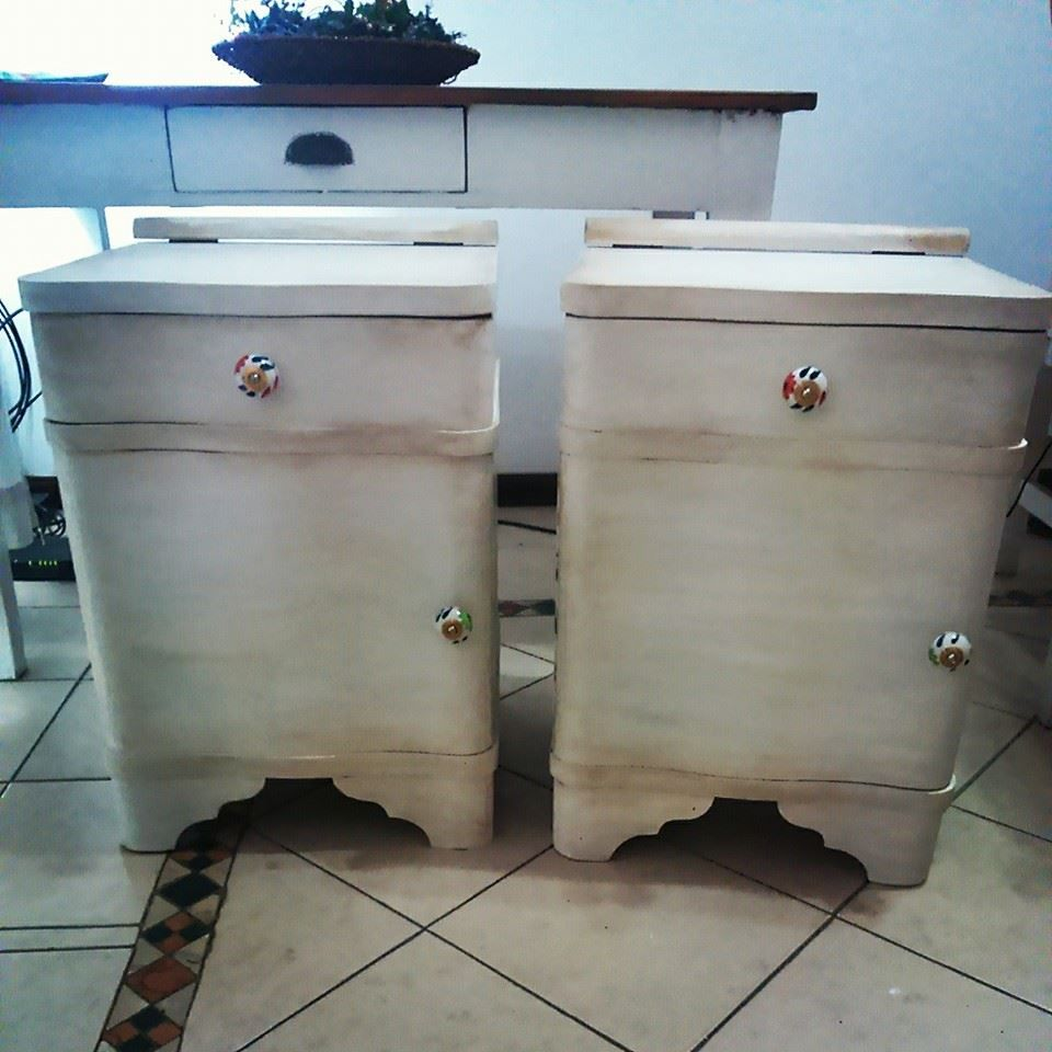 Mesitas de luz blancas envejecidas, tirantes de ceramica importados. https://www.facebook.com/pages/Caprichos-de-Mar/462185917253124?fref=ts