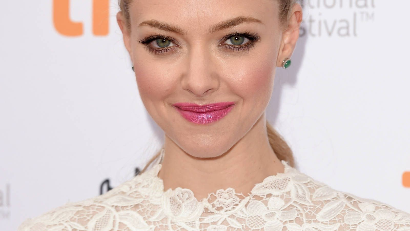 Photo of Whoa, come and take a look at Amanda Seyfried's pink lips and braided hair – …