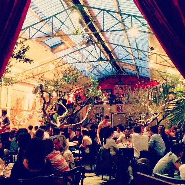 Viikonloppubrunssille kiva paikka, live jazz -konsertti brunssin aikana. Pöytävaraus pakollinen. La Bellevilloise - 21 Rue Boyer, 75020 Paris