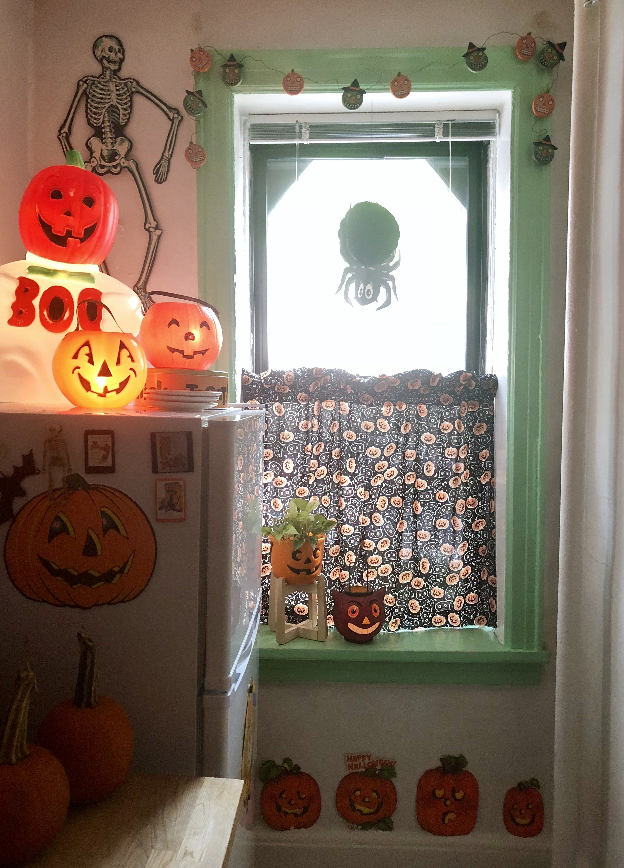 No Sew Kitschy Cafe Curtains For Halloween Craft Community Board