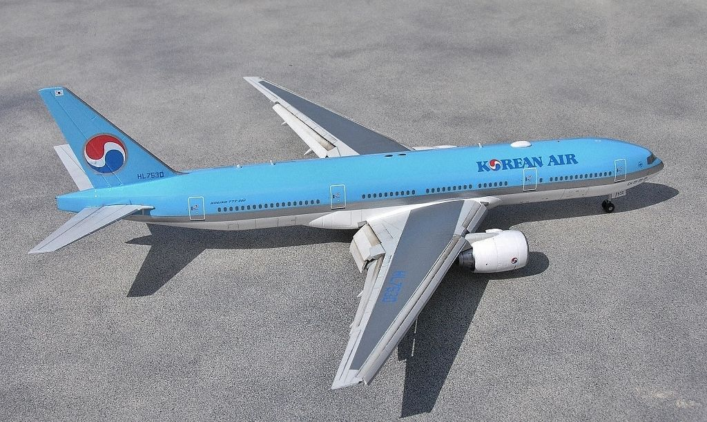 Here is a 1/200 Hasegawa B777-200 with Korean Air livery