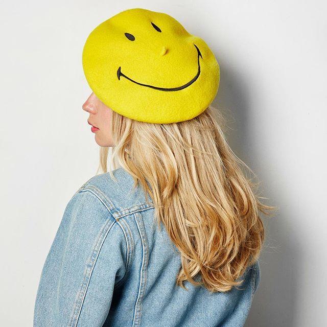 Le béret #LAULHERE x @smiley à l'honneur dans Capital sur M6 ! La vidéo sur notre page Facebook :-) #LAULHERExSmiley #Laulhère #beret #béret #mode #fashion #outfit #instagood #paris #frenchtouch #france #madeinfrance #EPV #OFG