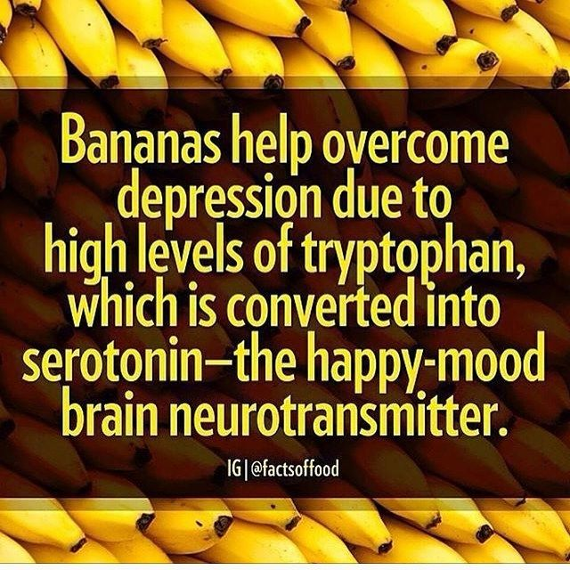 I personally LOVE bananas...post/ pre-workout they make a wonderful healthy snack! ...And bananas act as a great substitute when replacing eggs/ refined sugars, Happy healthy Friday all! #InTheKitchenWithJenny #YogiInTheKitchen #repost #bananas #infographic #serotonin #brainfood #happyfood #depression #anxiety #stressless #EatYourWayHealthy #Wholefoods #EatRealFood #plantbased #holistic #nutrition #fitfam #superfoods #cleaneating #unrefinedsugar #detox #vegansofig #HealYourBody #YogaTeacher #min