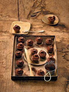 Mini-Muffins mit Milchschokoladenpralinen gefüllt