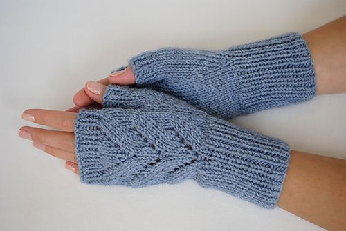 "Ravelry: Fingerless Gloves ""Leaves"" pattern by Valentina ..."