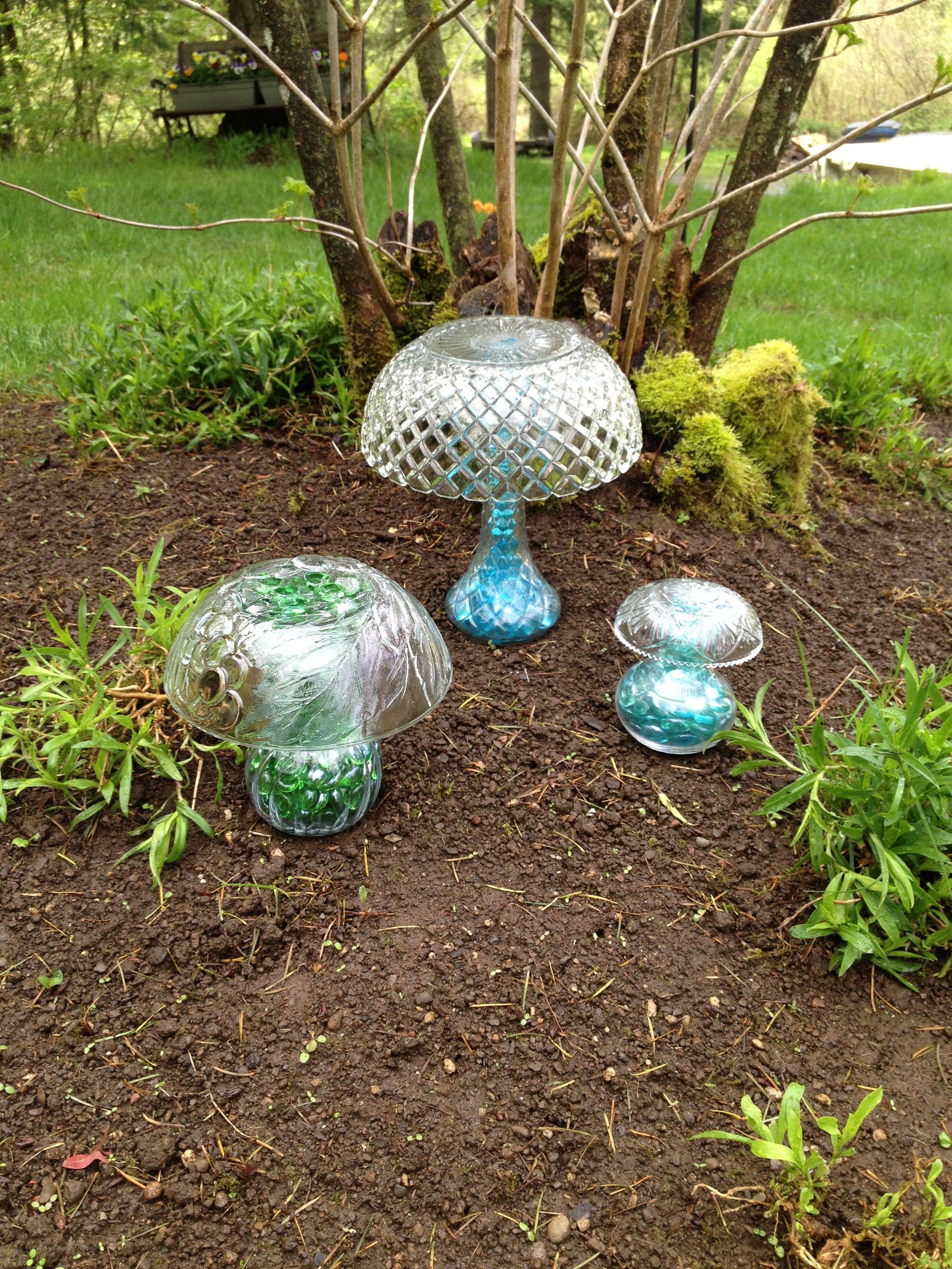 Antiques Diy Mushrooms Lawn Decor Upcycle Garden Crafts Garden Art Glass Garden