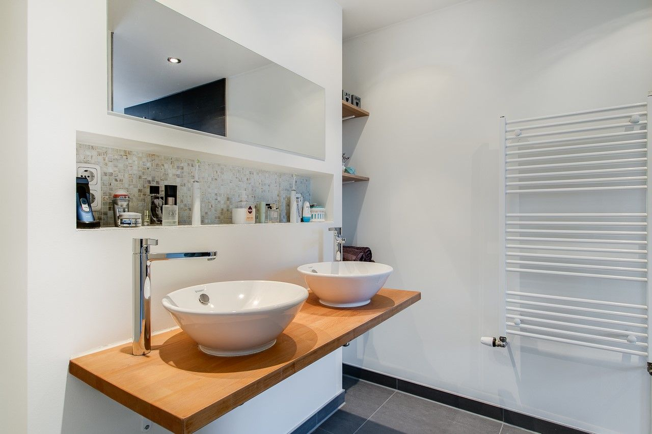 Badkamer Tegels Kiezel : Onze badkamer met waskommen mozaik tegels in de nisjes en kiezel