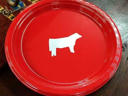 Cattle Party Plates - Red! 1 dozen (12) plastic plates featuring a show steer imprint. The plates are 7 inch plastic plates. & Cattle Party Plates - Red! 1 dozen (12) plastic plates featuring a ...
