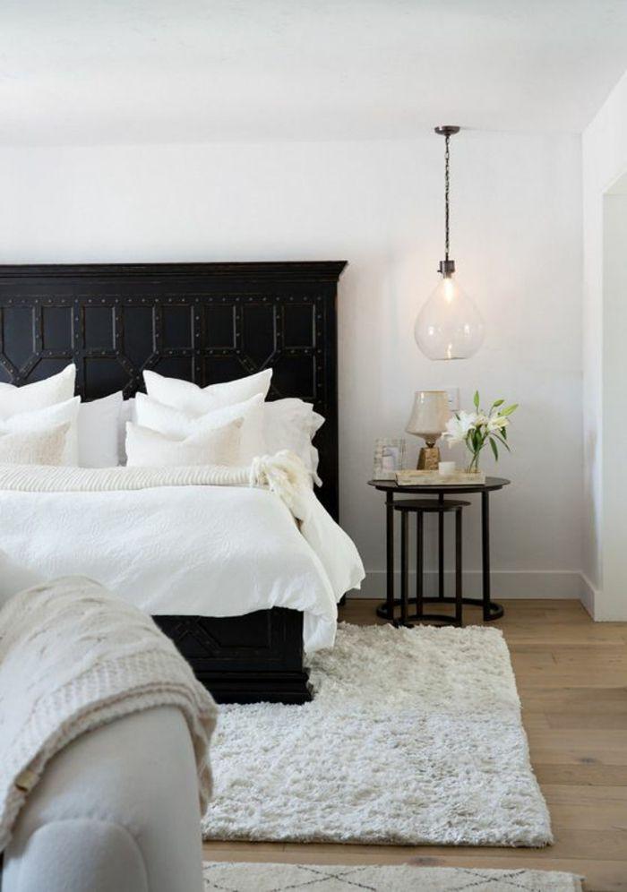 une chambre coucher l gante en noir et blanc au d cor vintage une suspension chevet en verre. Black Bedroom Furniture Sets. Home Design Ideas