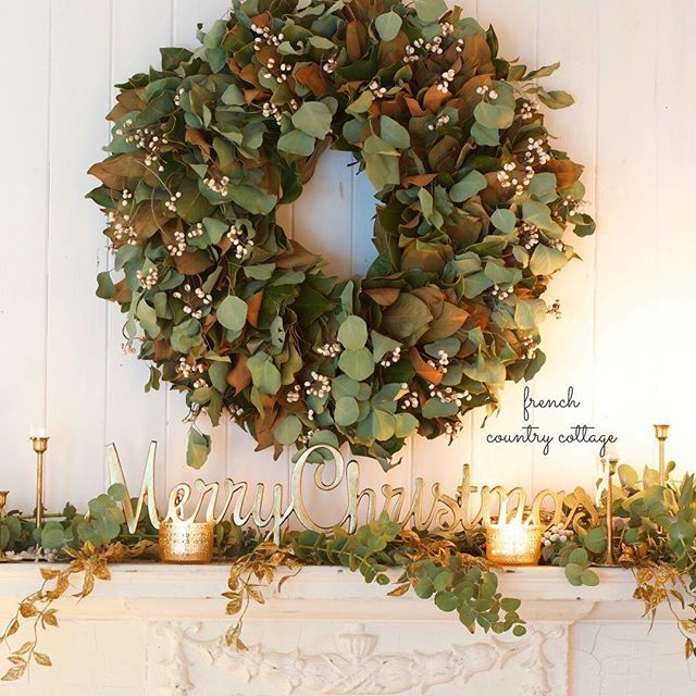 You know how sometimes you shift gears and completely change your color scheme and styling part way through the season? Okay... Maybe I'm just a little crazy 😉 but sharing 1 mantel- 2 different ways on my blog today. And I can't choose which is my favorite. What do you think? #mantel #christmas #bedroom #cottage #holiday