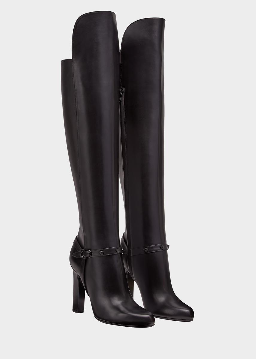 4f63ffa0c Botas rodilla Signature de la colección Versace Mujer. Botas hasta las  rodillas de tacón alto