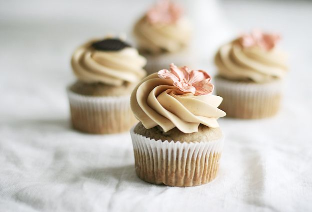 """Banana cupcakes with caramel frosting => SOURCE: @Bendrix """"Shock and Awe Sweets .ME"""" Board via."""