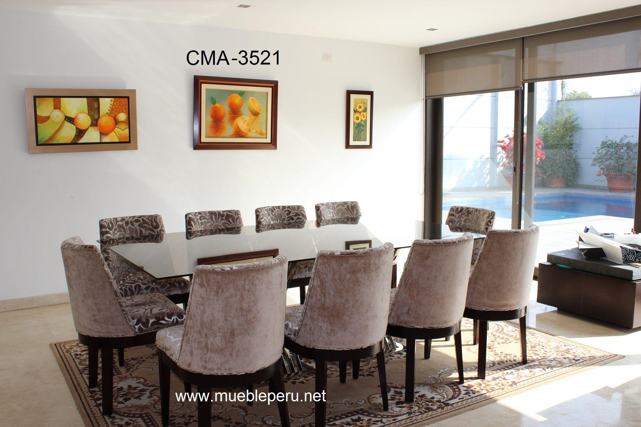 Lujoso comedor con moderna mesa de acero y elegantes