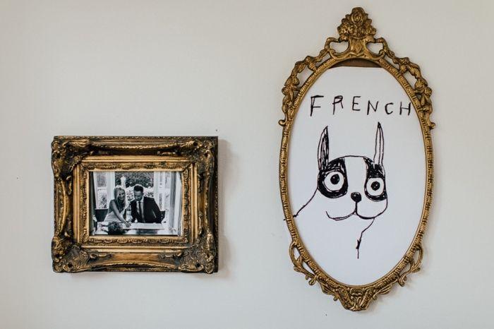 estilo vintage, decoración en las paredes, marcos de cuadros dorados ...
