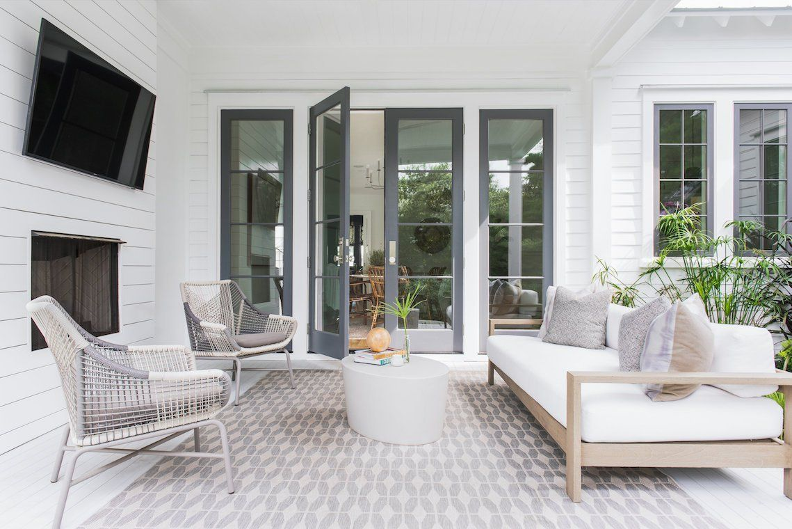 California cool meets Charleston charm in this modern ... on Farmhouse Outdoor Living Space id=42609