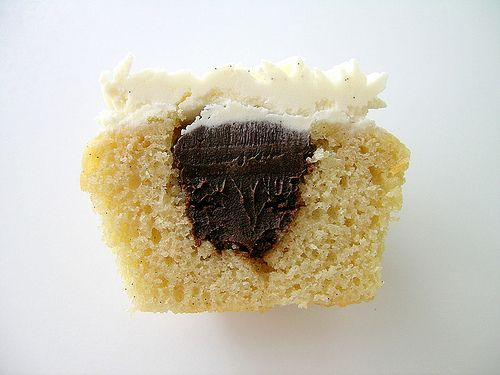 Make a fantastic tasting vanilla bean cupcakes filled with chocolate with the help from this cupcake recipe from Evil Shenanigans. #Food #Cupcake #Recipe