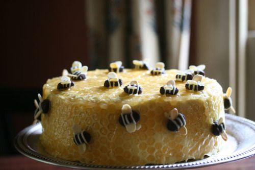 Honeycomb Cake Complete With Bees D Bumble Bees Bee
