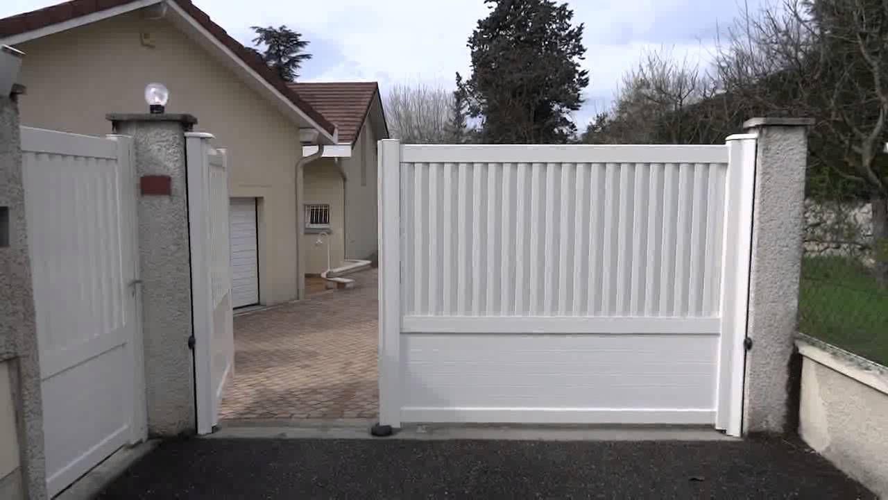 Portail Electrique Coulissant Avec Portillon Integre Portail Electrique Portail Portillon