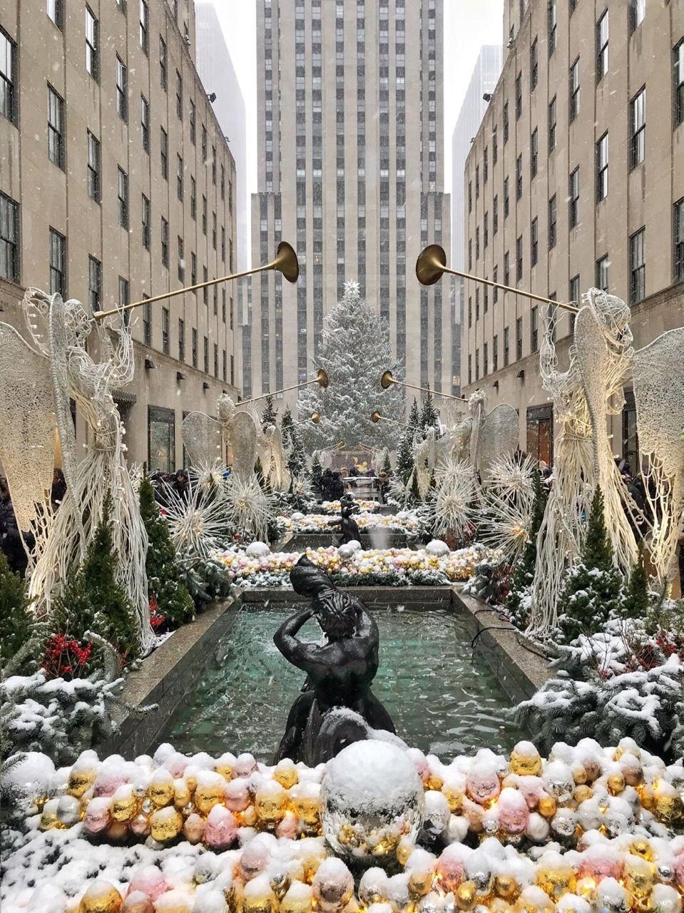 First snow of the season in NYC by @macys | Weihnachten | Pinterest ...