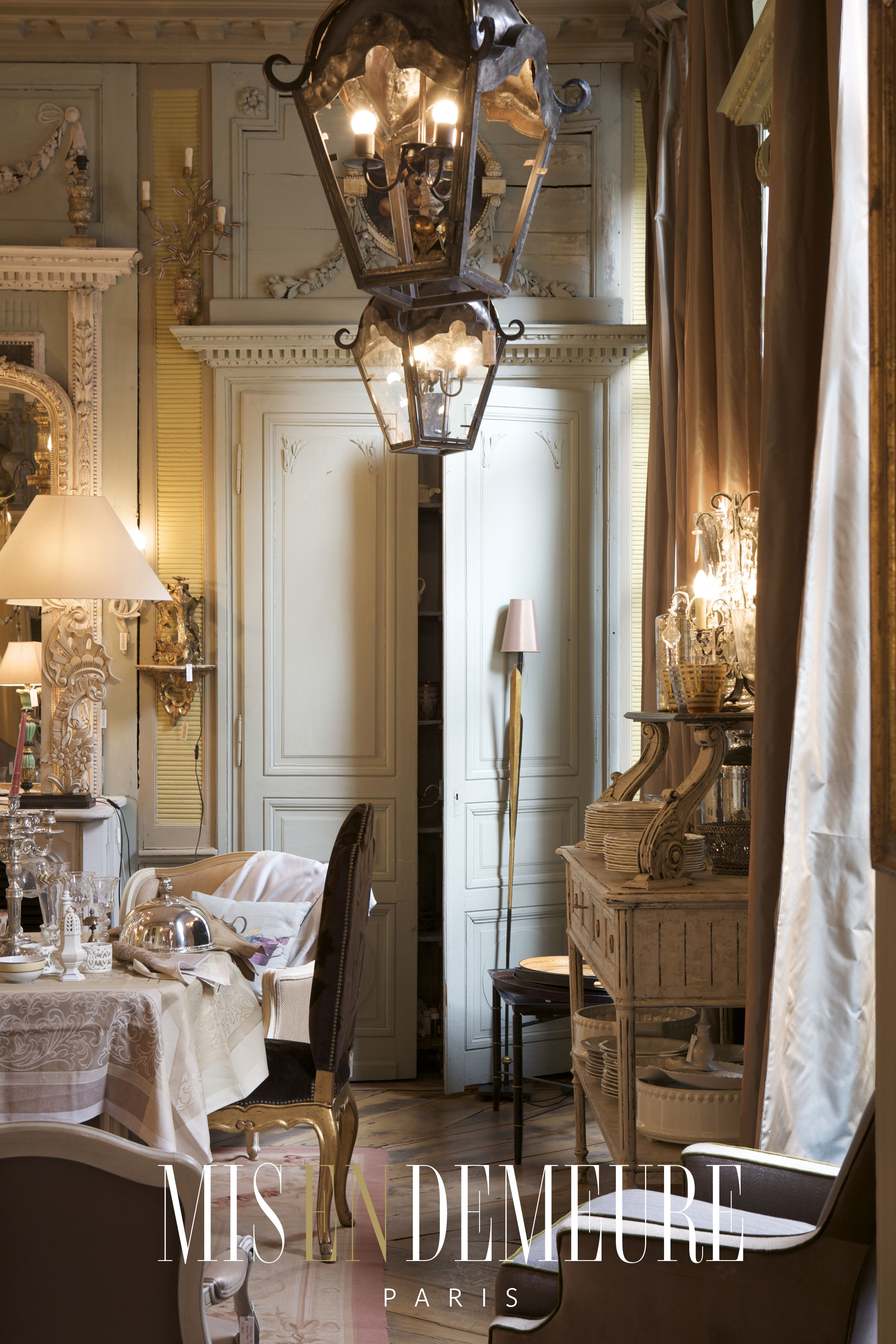 Mis en Demeure, the intimacy of personal stories in every item ...