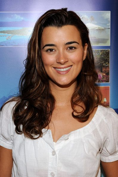 Cote de Pablo Photos Photos - Actress Cote de Pablo attends the DPA pre-Emmy Gift Lounge at the Peninsula Hotel on September 17, 2009 in Beverly Hills, California. - The DPA Gift Lounge - Day One