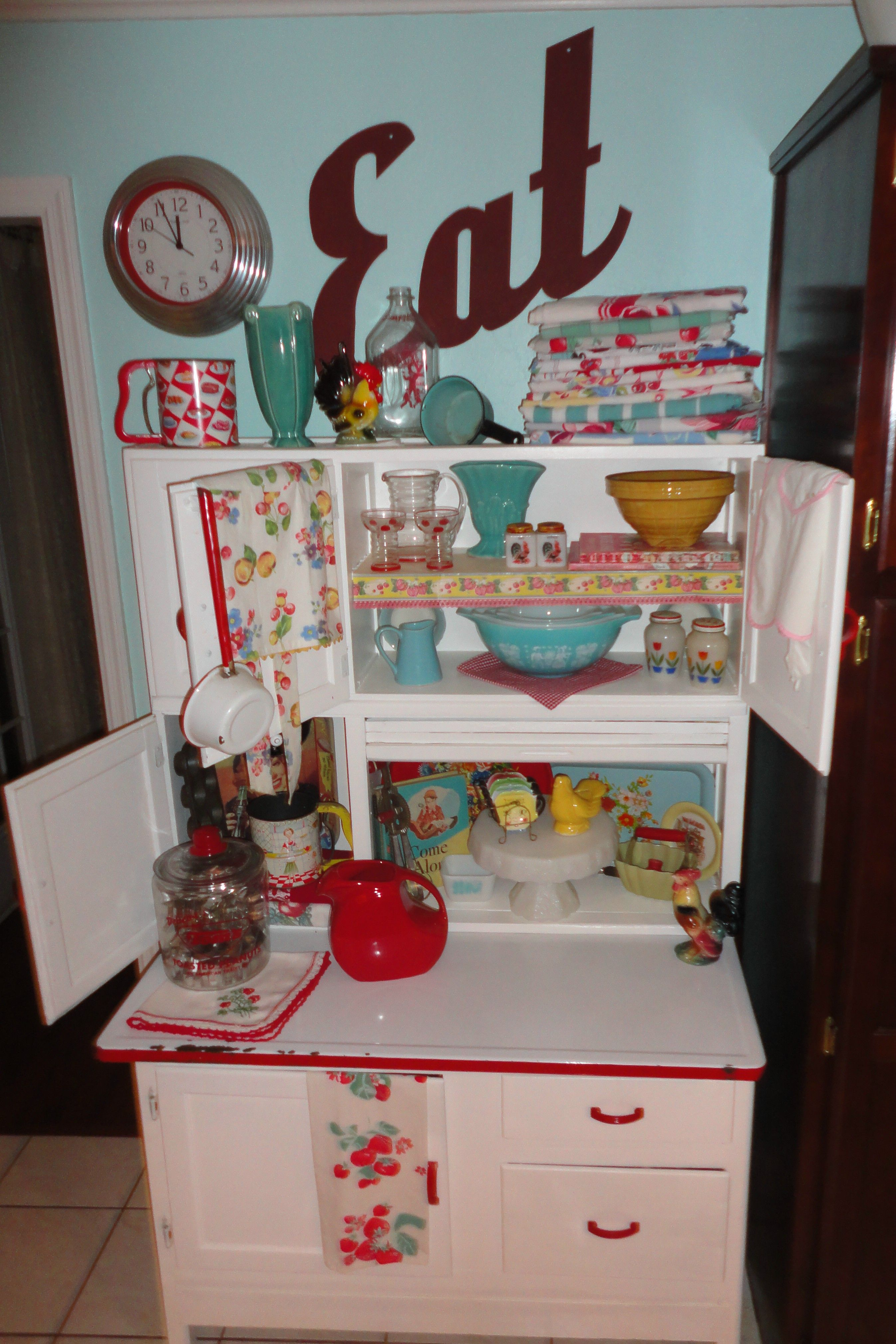 Vintage Hoosier Cabinets Crazy4me Modern Pinup Lifestyle Hoosier Cabinets Vintage Kitchen Pioneer Woman Kitchen