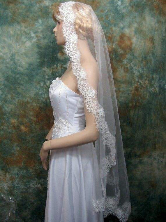 White Ivory Mantilla Veil Fingertip Alencon Lace Applique Wedding Veil with Comb