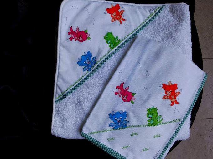 Toalha de Banho de fralda 100% algodão com dragões coloridos pintados à mão.