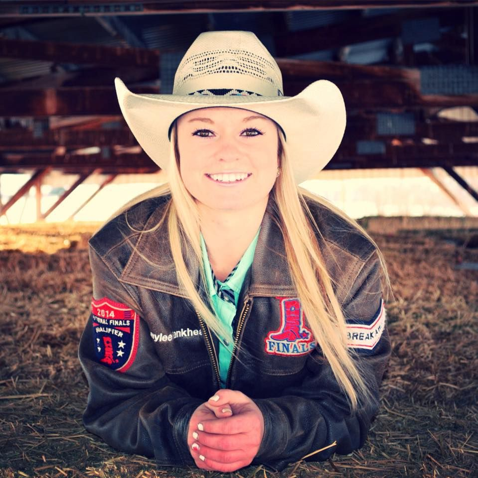 Rodeo Senior Picture Ideas Pictures Pinterest Pants Ellie In Black Cowgirl Country Fall