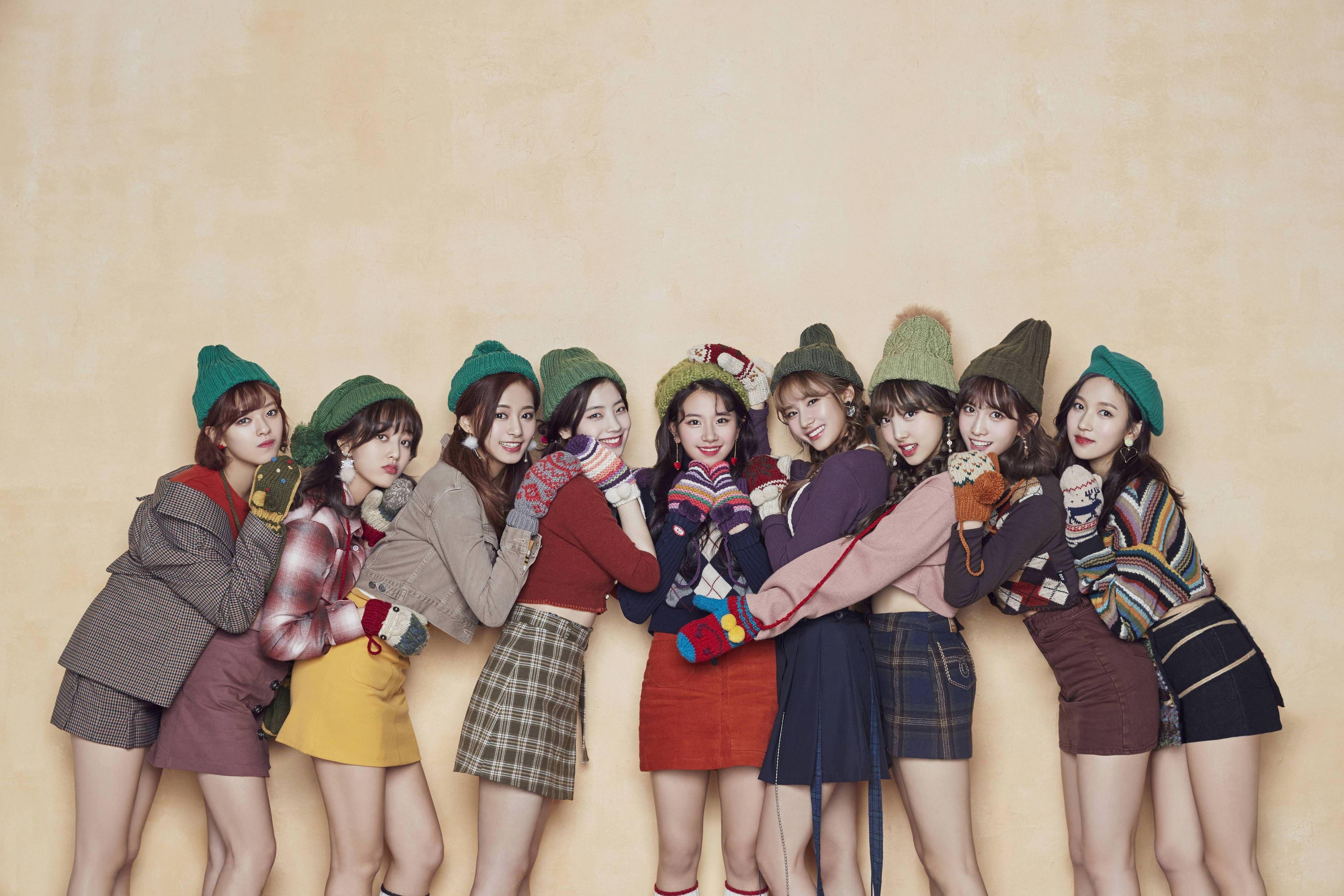 K Pop Twice Christmas Singer Women Warm Colors Asian 4k Wallpaper Hdwallpaper Desktop Merry Happy Twice South Korean Girls
