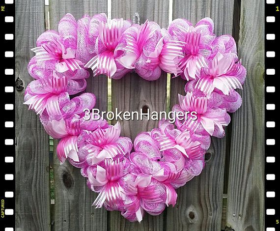 This Cute Heart Shaped Valentines Wreath Would Look Great On Your Front Office Door To Greet Your Valentine Wreath Valentine Mesh Wreaths Valentine Day Wreaths