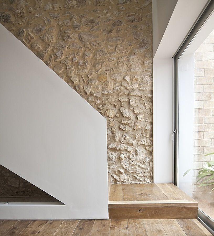Pared de piedra y yeso decoracion casas de piedra for Decoracion de casas con piedras