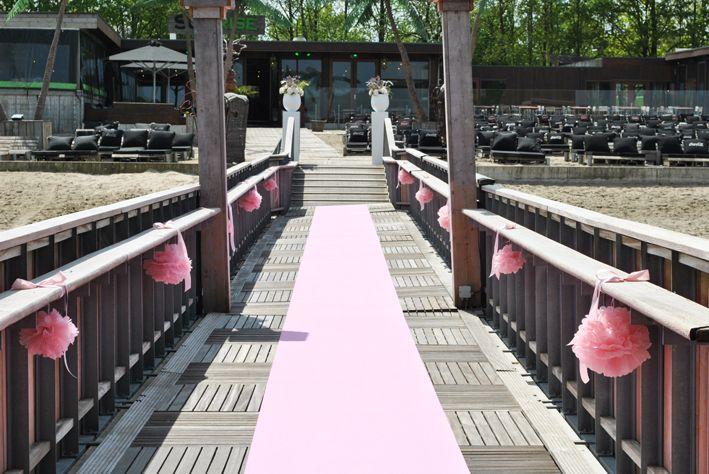 soft pinksoft pink wedding ceremony. www.simones-styling.nl Ponton, Beachclub Sunrise, Aquabest ceremonie styling.