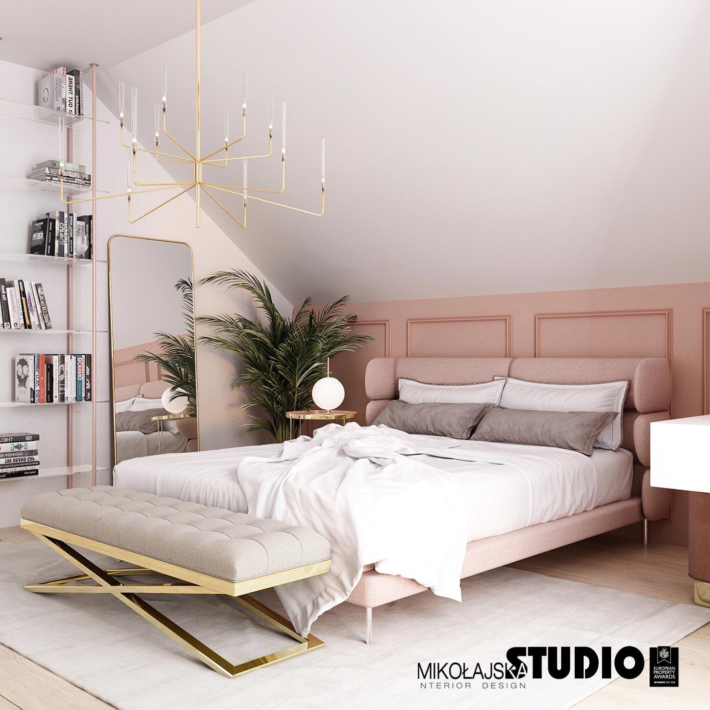 Różowe Tapicerowane łóżko Różowa Lamperia Złote Dodatki