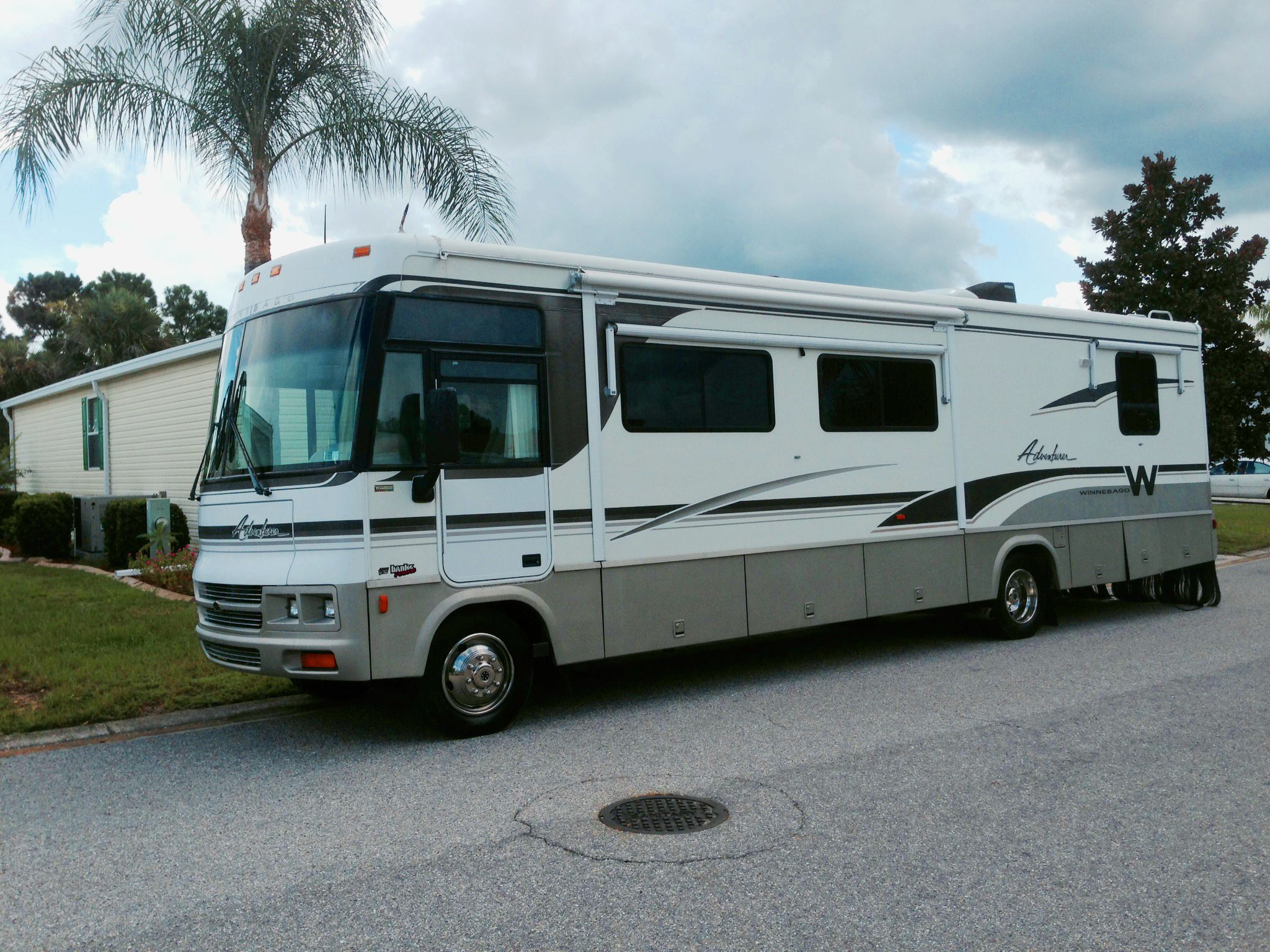 Retro Rv How To Save Money Buying A Used Motorhome And Upgrading It Your Way Motorhome Buy Used Cars Retro Rv
