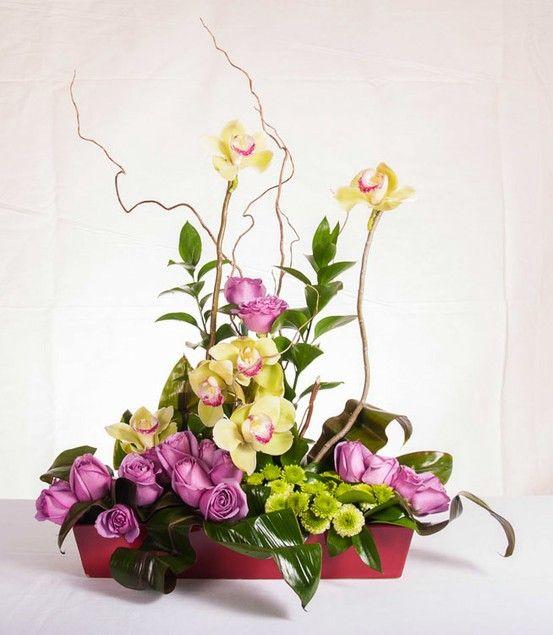 Orquídeas con rosas color uva y follajes. - Eventos... | Pinterest