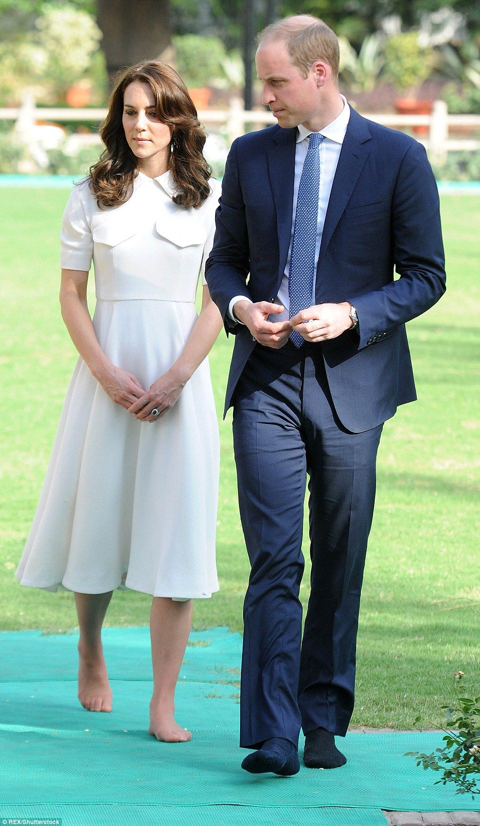 Duchess Of Cambridge Reveals Her Un Pedicured Toes In India Kate Middleton Feet Princess Kate Middleton Duchess Of Cambridge