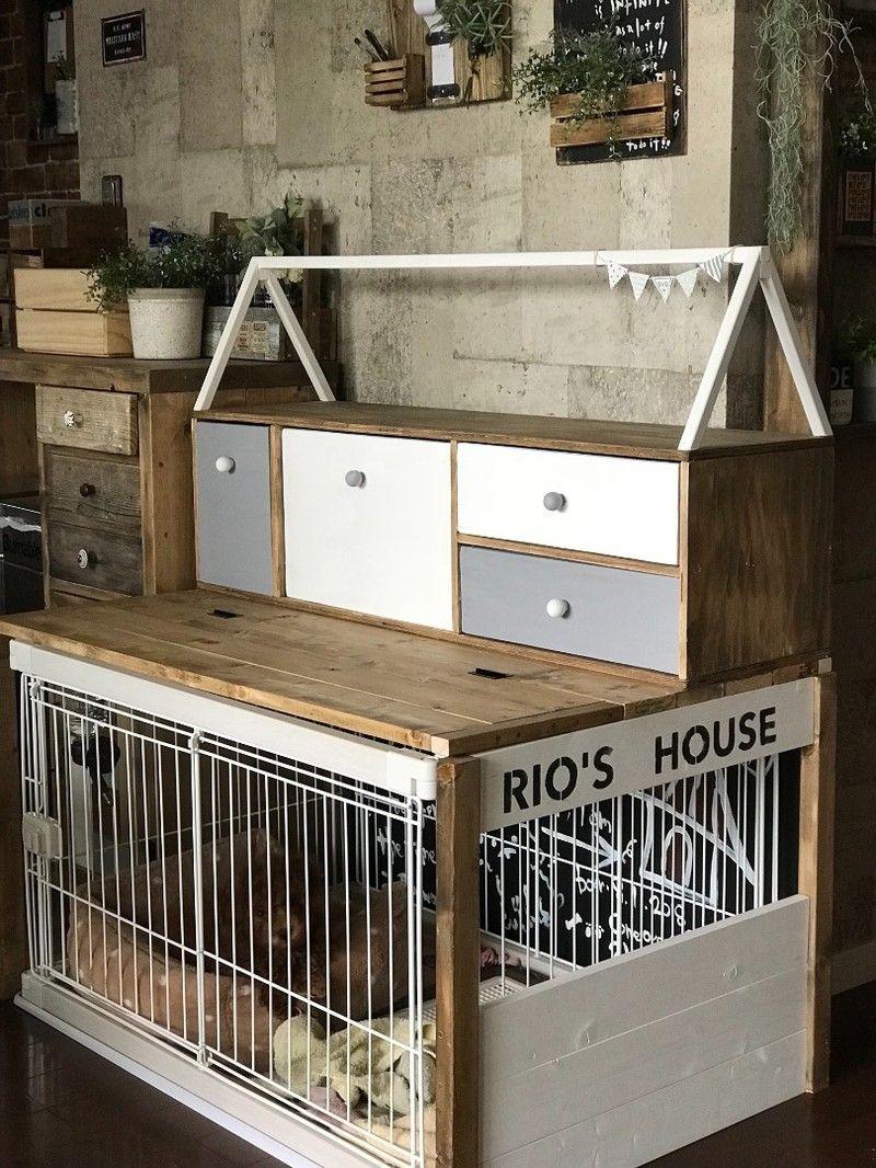 今回うちに新しい家族がやってきまして Br 色んな犬用グッズを収納する棚を Br ケージ上のデッドスペースに Br 作りました 犬の家具 室内犬の部屋 インテリア 収納