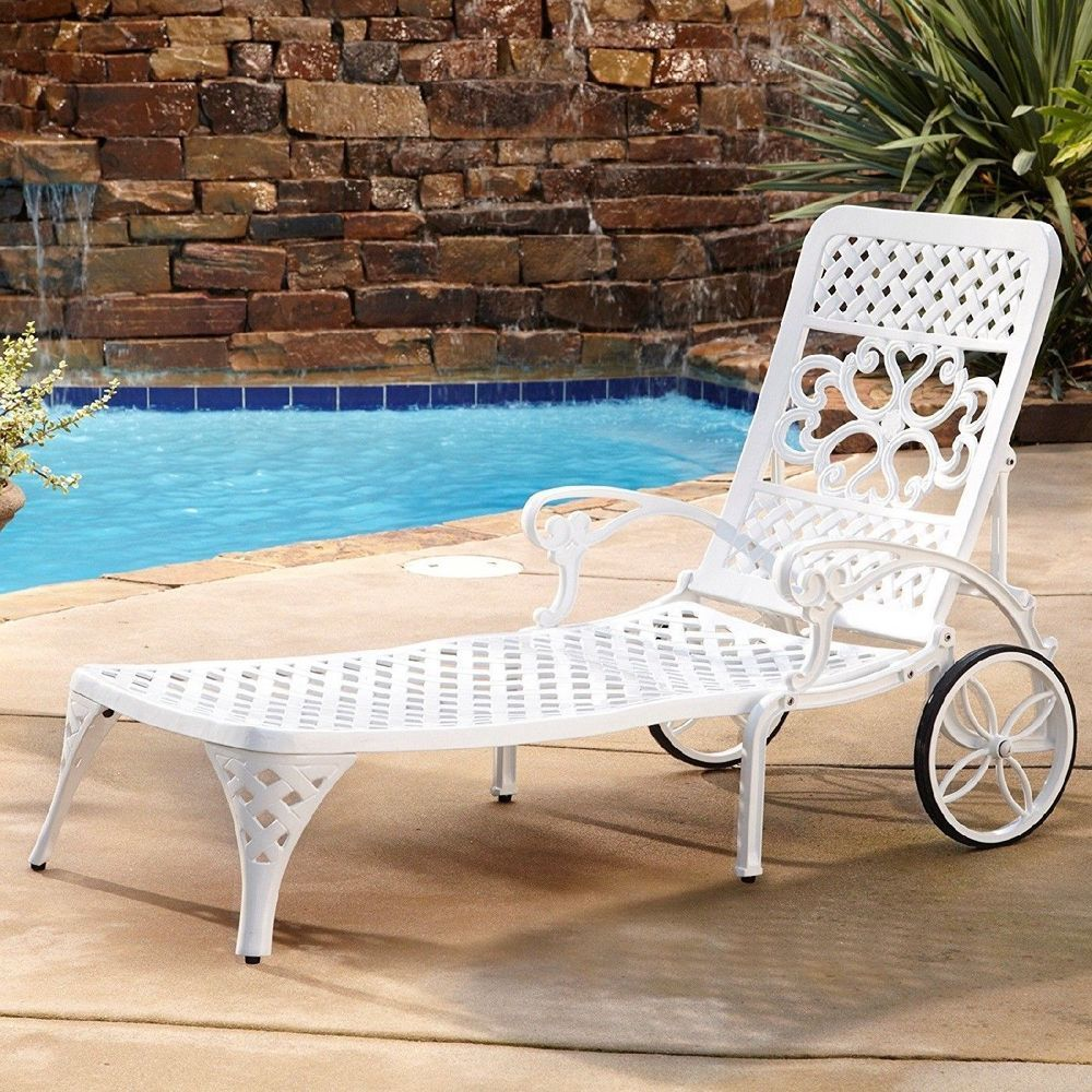 White Sun Lounge Outdoor Chaise Lounge Chair Recliner Retro Metal Pool Deck Sun